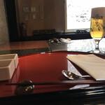 ステーキ円山 - まずはビール