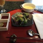 ステーキ円山 - サラダ、コーンスープ