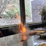 ステーキ円山 - フランベの残り火