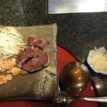 ステーキ円山 - お味噌汁とお漬物登場