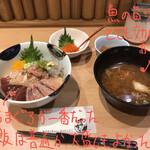 127902425 - ネタが選べるランチ丼 五色 1680円                       (+いくらトッピング 550円)
