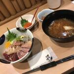 127902429 - ネタが選べるランチ丼 五色 1680円                       (+いくらトッピング 550円)