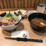 127902438 - ネタが選べるランチ丼 五色 1680円                         (+いくらトッピング 550円)