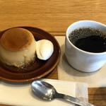 Cafe MUJI - 本和香糖の焼きプリンとブレンドコーヒーで600円