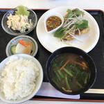 サンファーム なるみ - 料理写真:日替わり定食・鯖の唐揚げピリ辛ソース