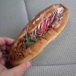 ぱんやさん オーガネ - 料理写真:焼きそばパン¥170