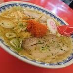 赤湯ラーメン 龍上海 - 辛味噌ラーメン(880円)