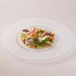 ザ・クルーズクラブ東京 - 自家製スモークサーモンと季節の野菜