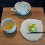呑龍文庫 ももとせ - 料理写真:福岡八女茶 & 生菓子(菜の花)