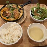 キッチュ食堂 - チキンのチーズフォンデュ風オーブン焼き 1200円