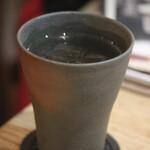 旬彩炙りダイニング からと屋 - 麦焼酎の水割り