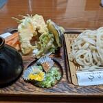 満つ乃手打そば - 料理写真:天盛りうどん 大盛り ¥800+¥150