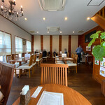 マンダレー - 店舗内部。キレイなカフェのよう。