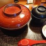 Onegiya - お盆で配膳