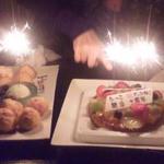 酒肴旬漁 狸穴 - 左のシュークリームはご店主が出してくださいましたー♪(右は持ち込みケーキ。)