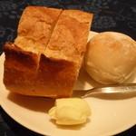 グリル モリタ - シチューハーフコースのパン
