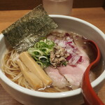 niboshichuukasobasuzuran - 炭火焼煮干しそば 830円