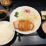 127940757 - 上ロースカツ定食(160g)(2,100円)