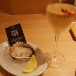 オイスタープレート - アプリ登録のプレゼント生牡蠣とシャンパン