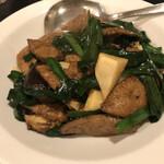 鴻園 - 薄味ながら食感が良いニラレバー炒め(900円)
