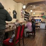ノムソン カリー - 喫茶も兼ねてるので結構長居する人もいる