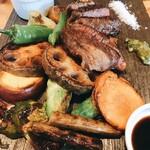 肉屋うたがわ - 中村牛の内モモ肉と焼き野菜