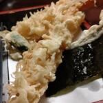 127967269 - 海老天ぷら、ししとう、海苔