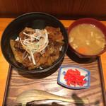壌 - ランチタイムの炙り豚丼セット 950円(税込)