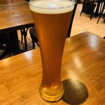 127985816 - ビールで乾杯