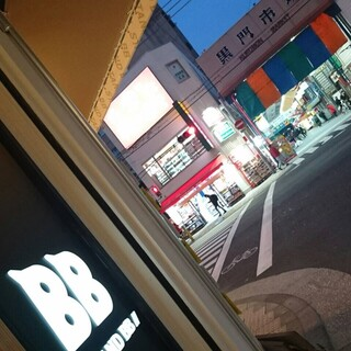 日本橋駅スグ!黒門市場のお向かいです♪深夜3時まで営業!