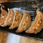 麺屋えびす - 料理写真:餃子