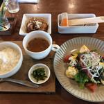 ログ - Bランチ ローストビーフとたっぷり野菜のサラダ 鶏の唐揚げのポン酢ソース