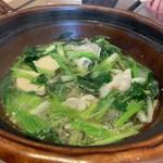 Kappouyuzuha - 鍋:豚と芹、三つ葉など ブランド豚と芹のお鍋。いい豚の旨み。芹の食感を香りがいい。
