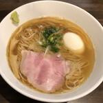 町田汁場 しおらーめん 進化 - 鯵煮干の塩そば(850円)+しお味玉(100円)