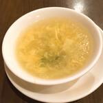 西安刀削麺酒楼 - 海老炒飯に付いて来るスープ