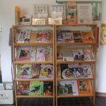 dog cafe Poco a Poco  - ワンちゃん関係の雑誌がたくさん