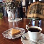 茶羅 - 料理写真:チーズケーキ(400円)&ブレンド(400円)