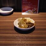 横濱家 - 薬味類は取りにいかなければならない。不便になっただけのような。