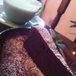 オーヴァルコーヒー - 料理写真:オーヴァルブレンド珈琲とガトーショコラ