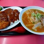 まるみ - 料理写真:カツ飯とラーメン1030円