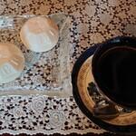 128023499 - コーヒーとモナカ