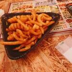 琉球ハイボール酒場 万次郎 - カーリーフライ