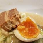 光麺  - チャーシュー・煮卵。