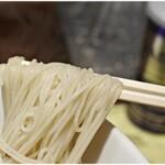 128032653 - 細麺はそうめんみたいな麺です。
