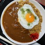 出端屋 - カレー焼そば(¥690税込み)