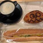 ウィリー ウィンキー - カレーパンマン、カレーあらびきドッグ、ホットコーヒー