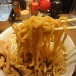 鉄人直成 - 麺アップ