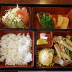 栄 - 料理写真:日替わり弁当(800円)