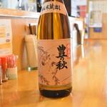 直会スタンド 宮 - 島根県、豊の秋 雀と稲穂。米の味わいが深いお酒。