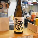 直会スタンド 宮 - 長野県 金襴亀の世 辛口。お燗酒コンテストの金賞受賞酒です。
